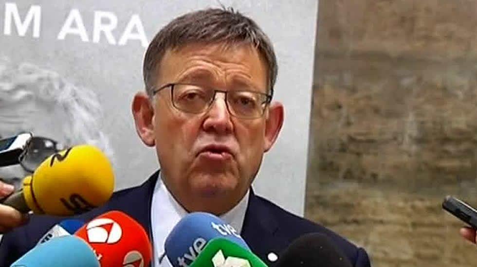 Javier Fernández centra las miradas en la Fiesta Nacional.El presidente de Castilla-La Mancha, Emiliano García-Page.