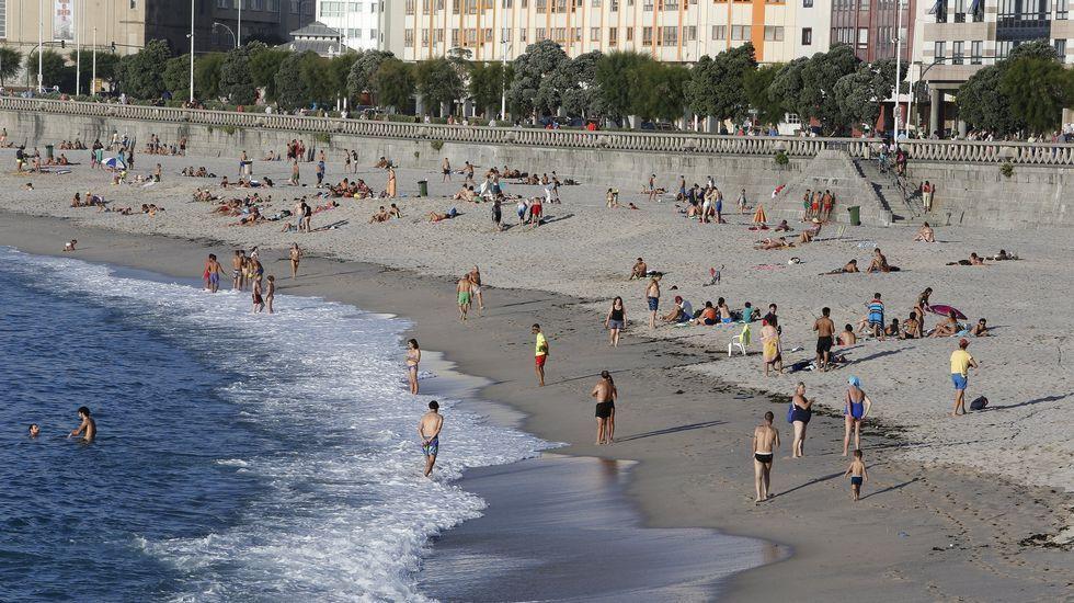 Playa de Retorta, en Boiro.Playa del Orzán, en A Coruña