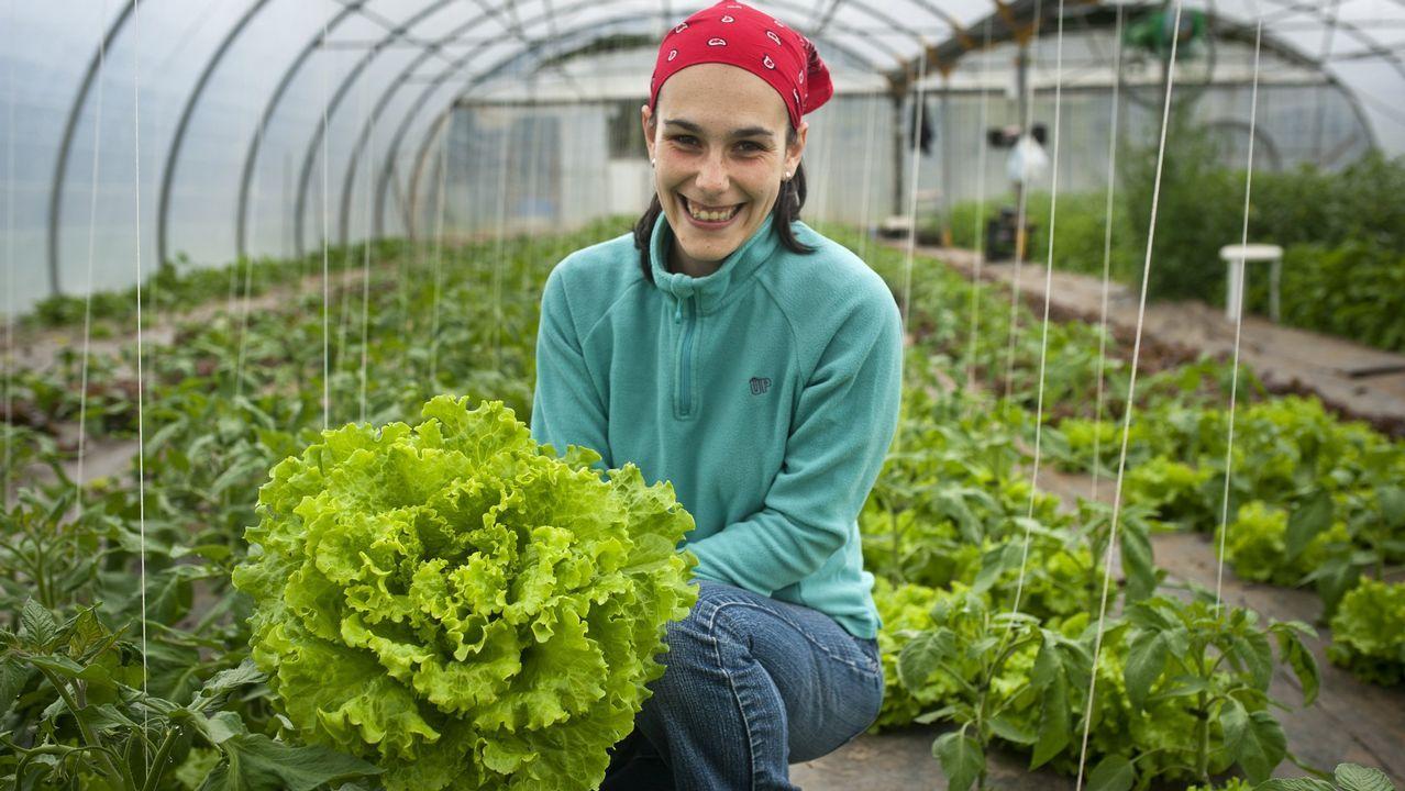 relevo rural.Bárbara Rivera (Neda, 31 años) es una de las 1.076 agricultoras inscritas en Consello Regulador de Agricultura Ecolóxica de Galicia (Craega). Vende rúcula, lechucas o acelgas para clientes como Gadis o Inditex.