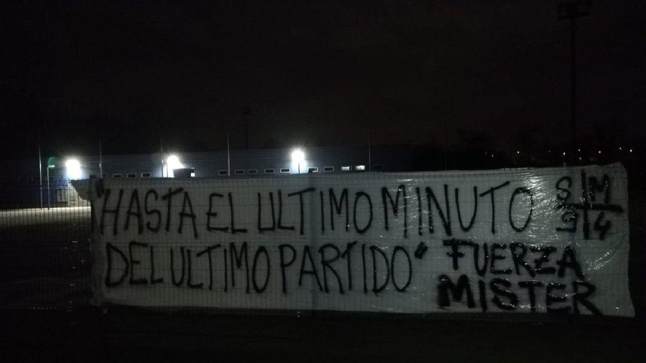 Antonio Banderas: «Me he movido por intuición toda mi vida».Pancarta de Symmachiarii en El Requexón