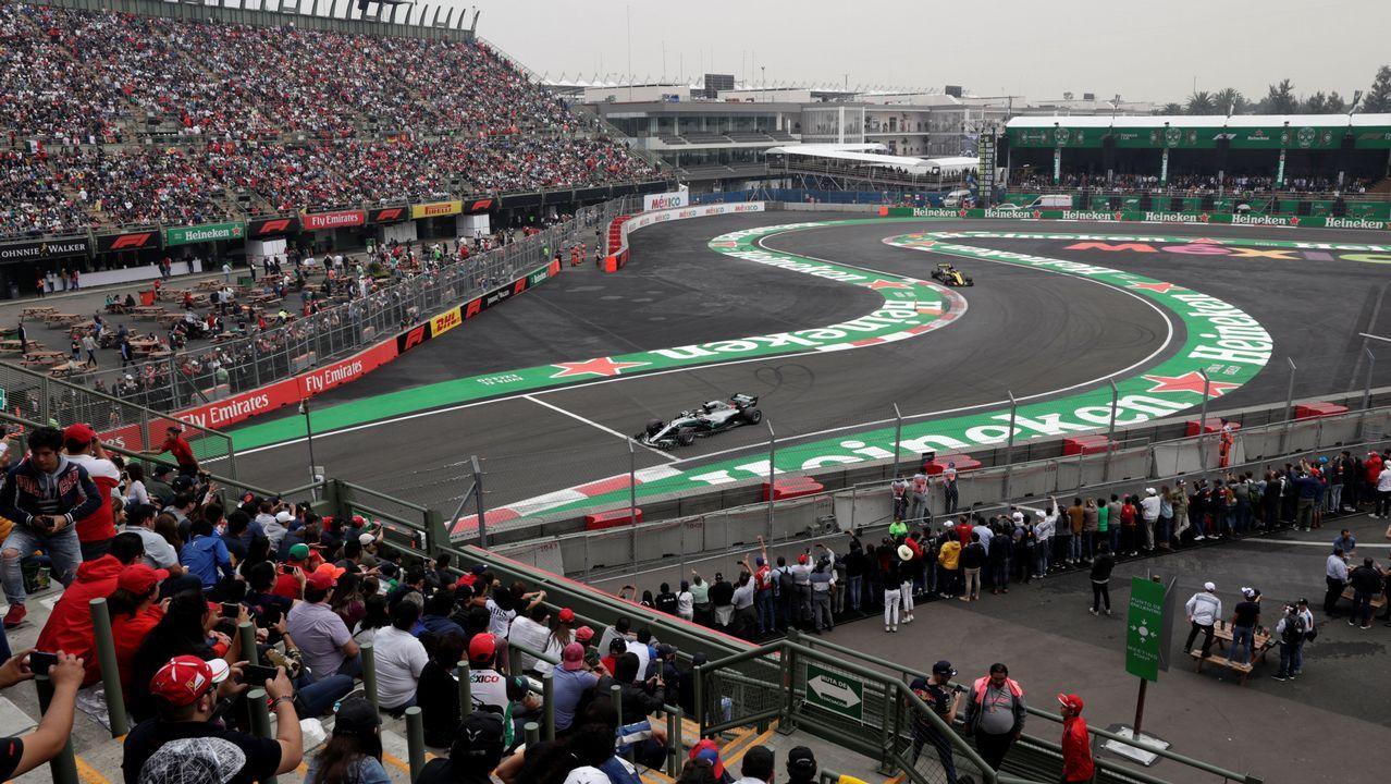 El Gran Premio de Formula uno de México en imágenes.Fernando Alonso de McLaren agita una bandera de México en el Gran Premio de México de Formula Uno