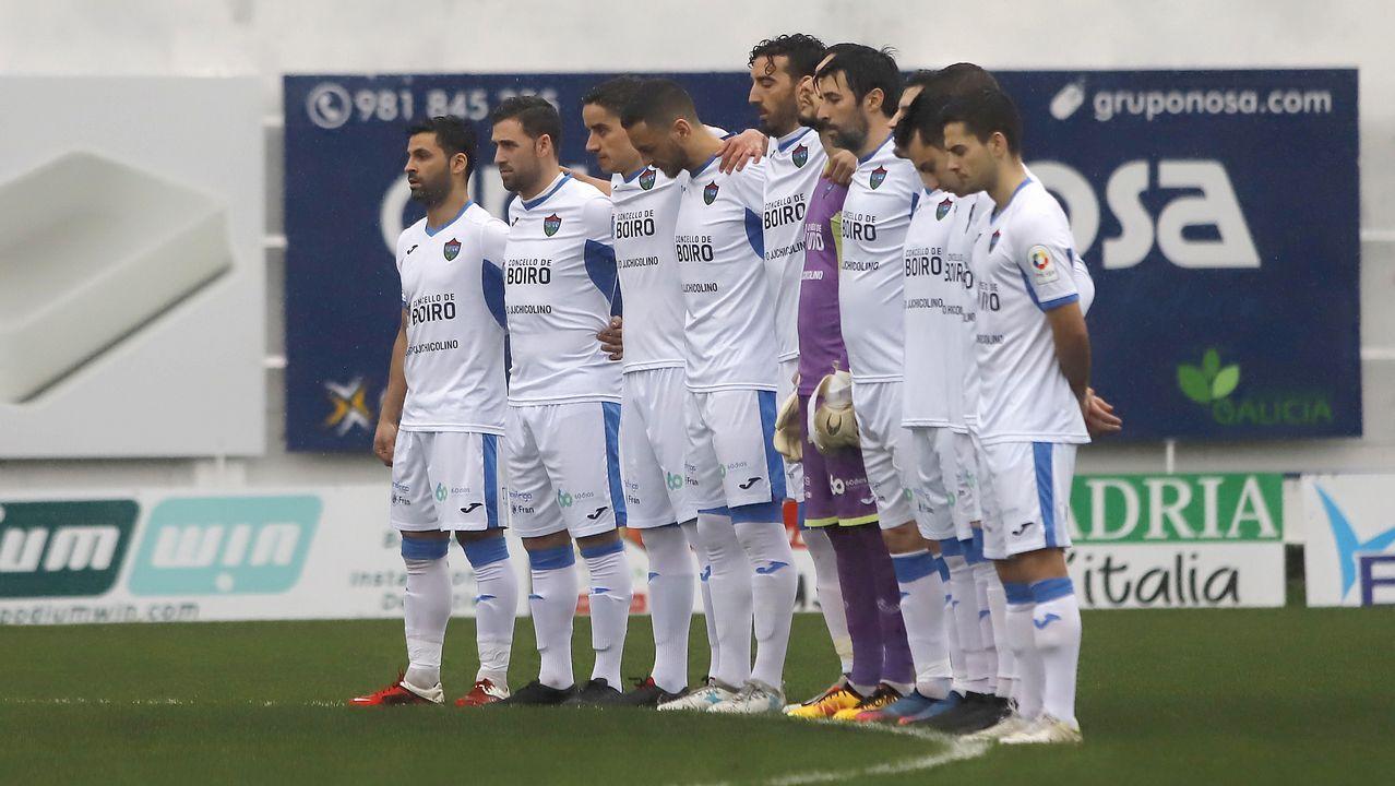 ¡Mira aquí las imágenes del partido de tercera división entre el Boiro y el Somozas!.Entrada del barco en la ría de Ferrol con los componentes chinos