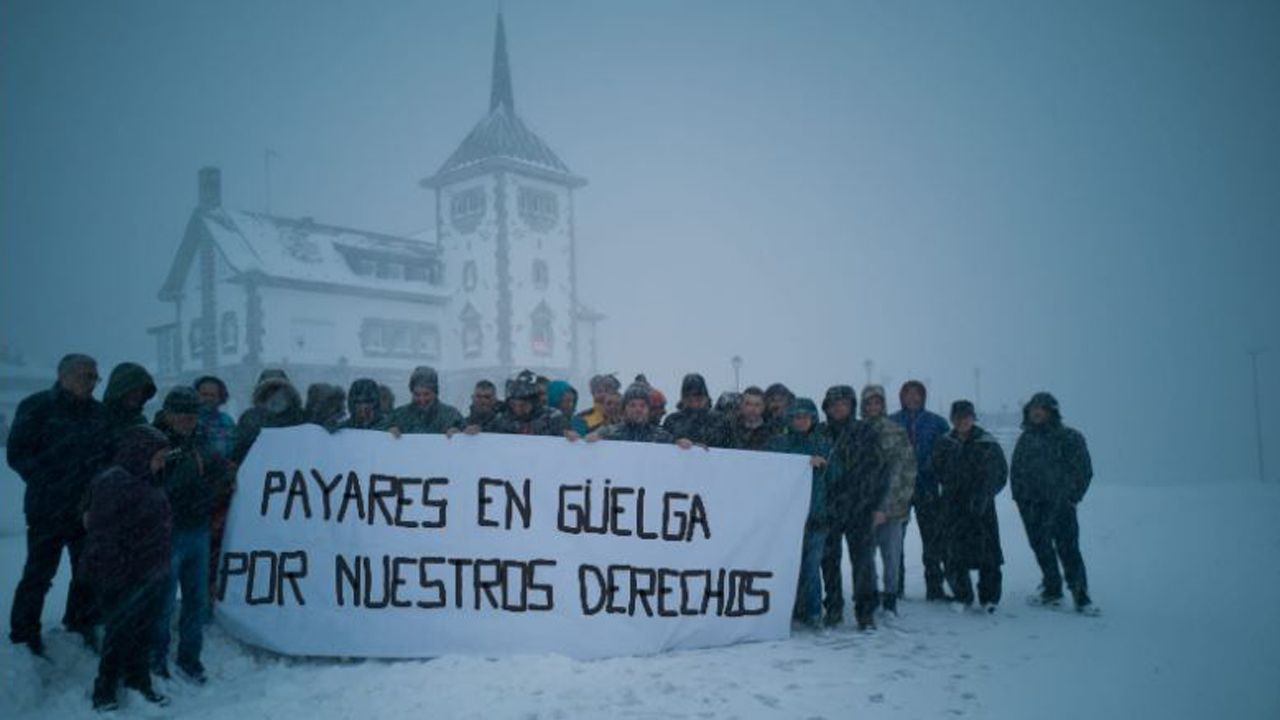 Trabajadores de la estación de Valgrande-Pajares en huelga