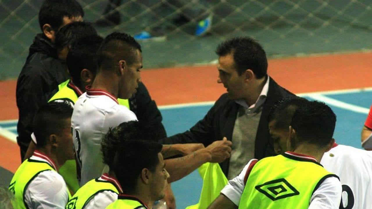 Al frente del combinado peruano con el que logró la primera medalla en la historia de su selección