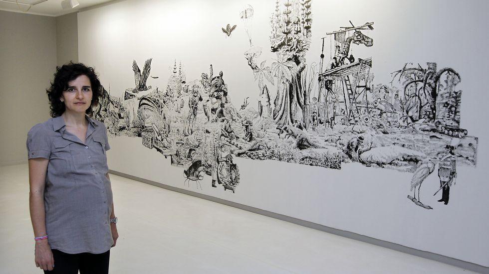 Luis Seoane.Álvaro Negro (a la izquierda), delante de un cuadro suyo de esmalte sobre cristal, junto a Teo Soriano, en la galería madrileña F2