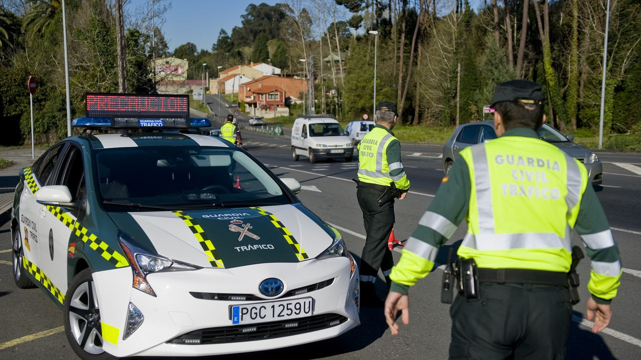 Imagen de un control de la Guardia Civil de Tráfico cerca de A Coruña