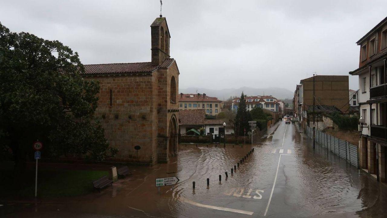 El temporal de lluvia provoca grandes acumulaciones de agua en Villaviciosa