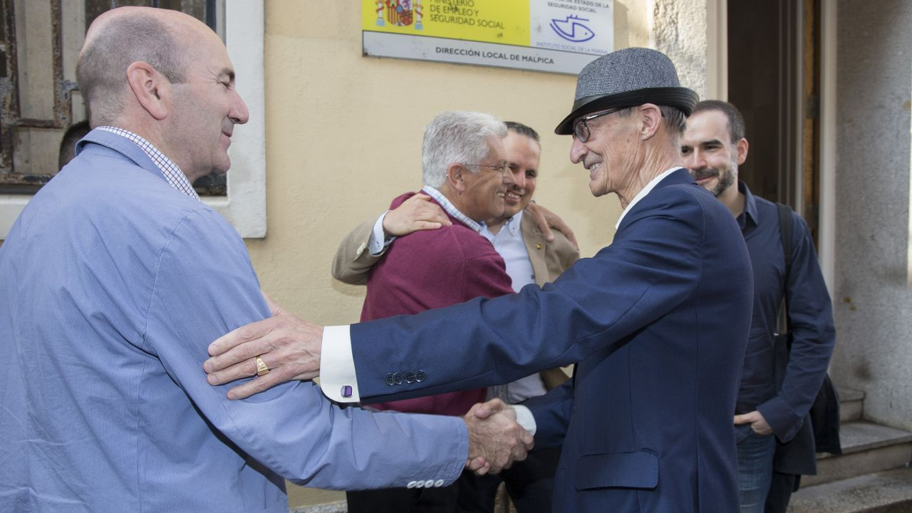 Emoción en Malpica en el último acto de homenaje a Pardines Arcay.Sánchez, quien ayer visitó a Merkel, pidió a las fuerzas políticas que los acercamientos no sean un elemento de división