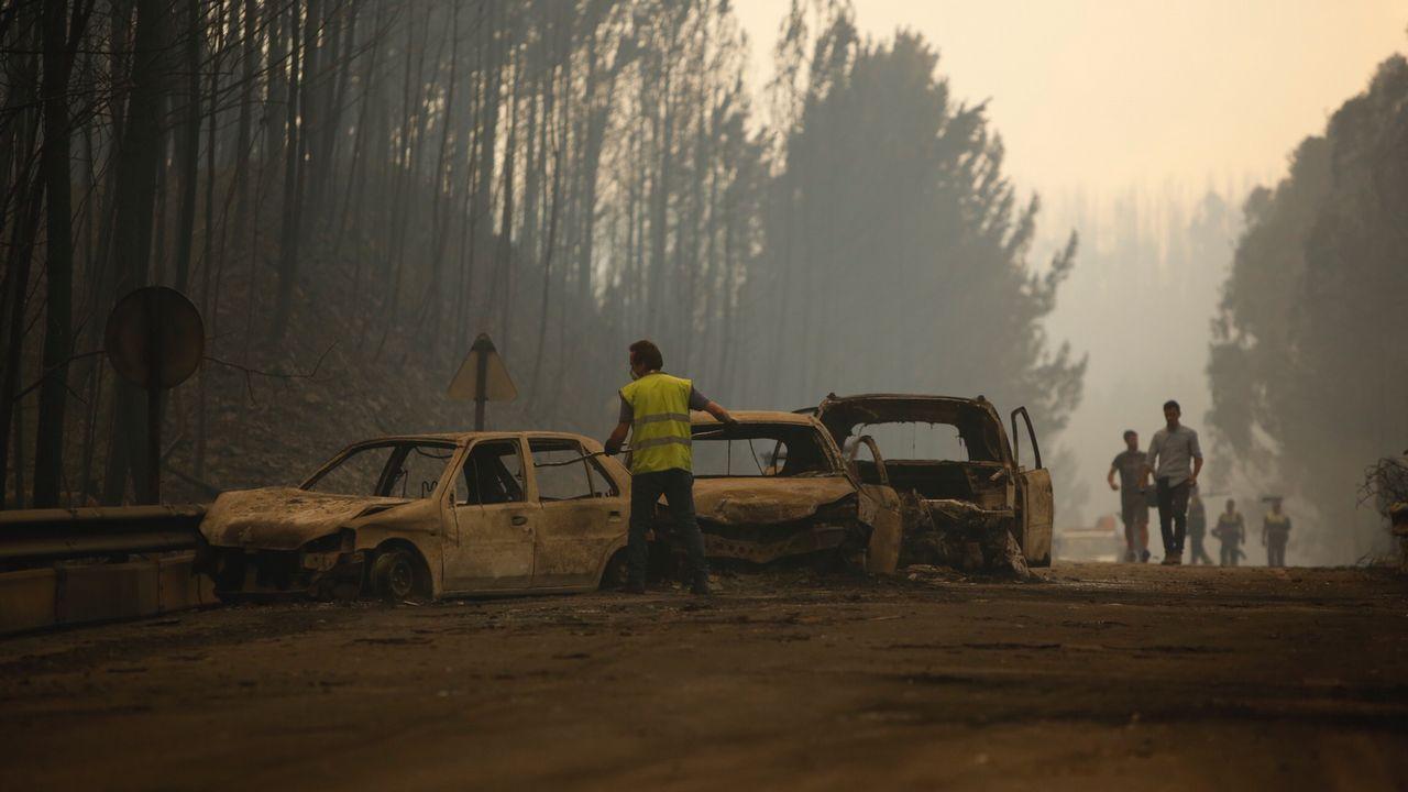 .La N-236, desgraciadamente conocida desde el domingo como «la carretera de la muerte». En ella perdieron la vida decenas de personas tratando de escapar de las llamas.