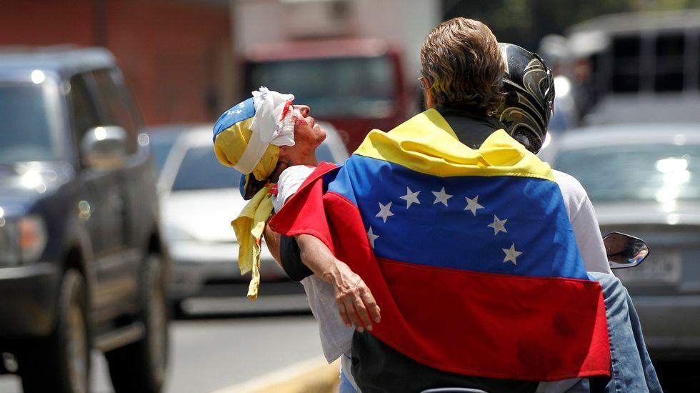 Protesta en Santiago para que cese la violencia.