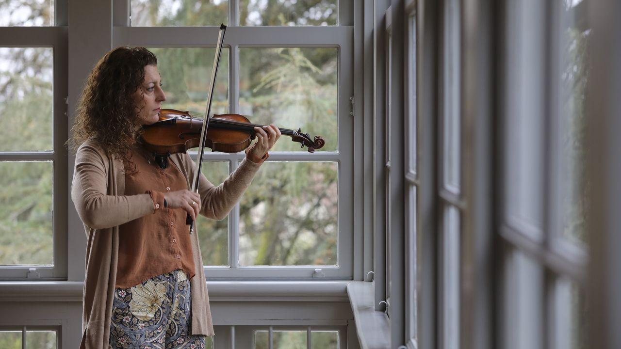 El lugar donde nunca se pone el sol.A intérprete de Ribeira Raquel Castro, que impartiu hai uns días clases en Santiago, empezou co violín aos 16 anos