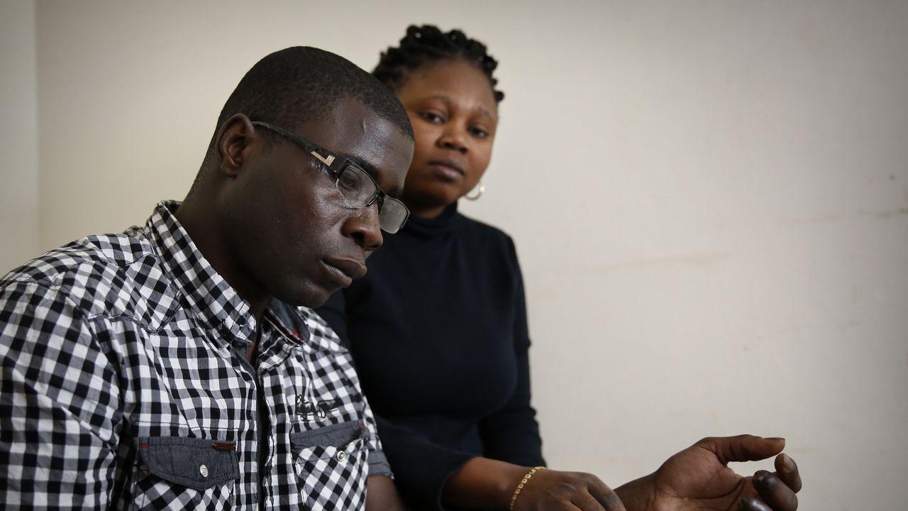 Diez días de acción solidaria en Senegal.Moht, con su mujer Aussatu, dice que reza para que la joven Andrea aparezca cuanto antes