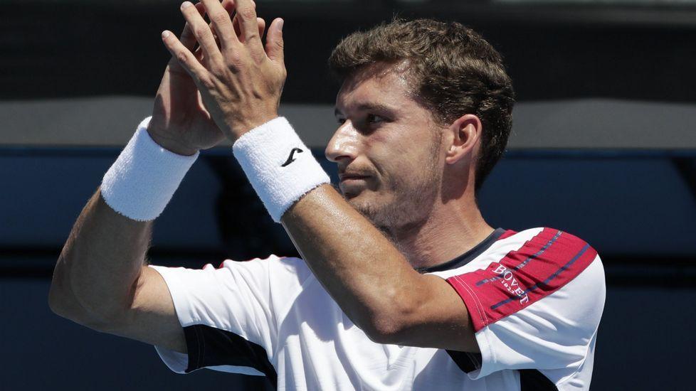 Carreño aplaude tras la retirada de Gilles Simon en el Abierto de Australia