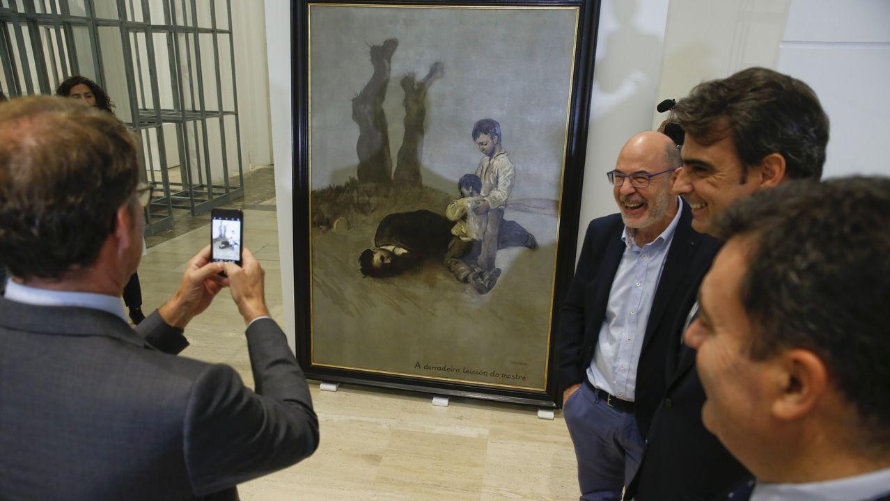 El presidente combina la mano tendida a PSOE y BNG con el garrote a En Marea.Feijoo recibió críticas por sus palabras sobre el cuadro de Castelao durante la recepción de la obra