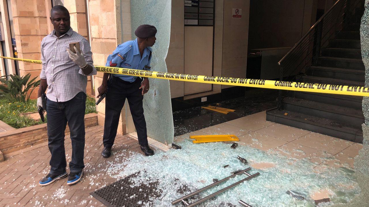 Daños causados por la explosión en el hotel de Nairobi, en Kenia