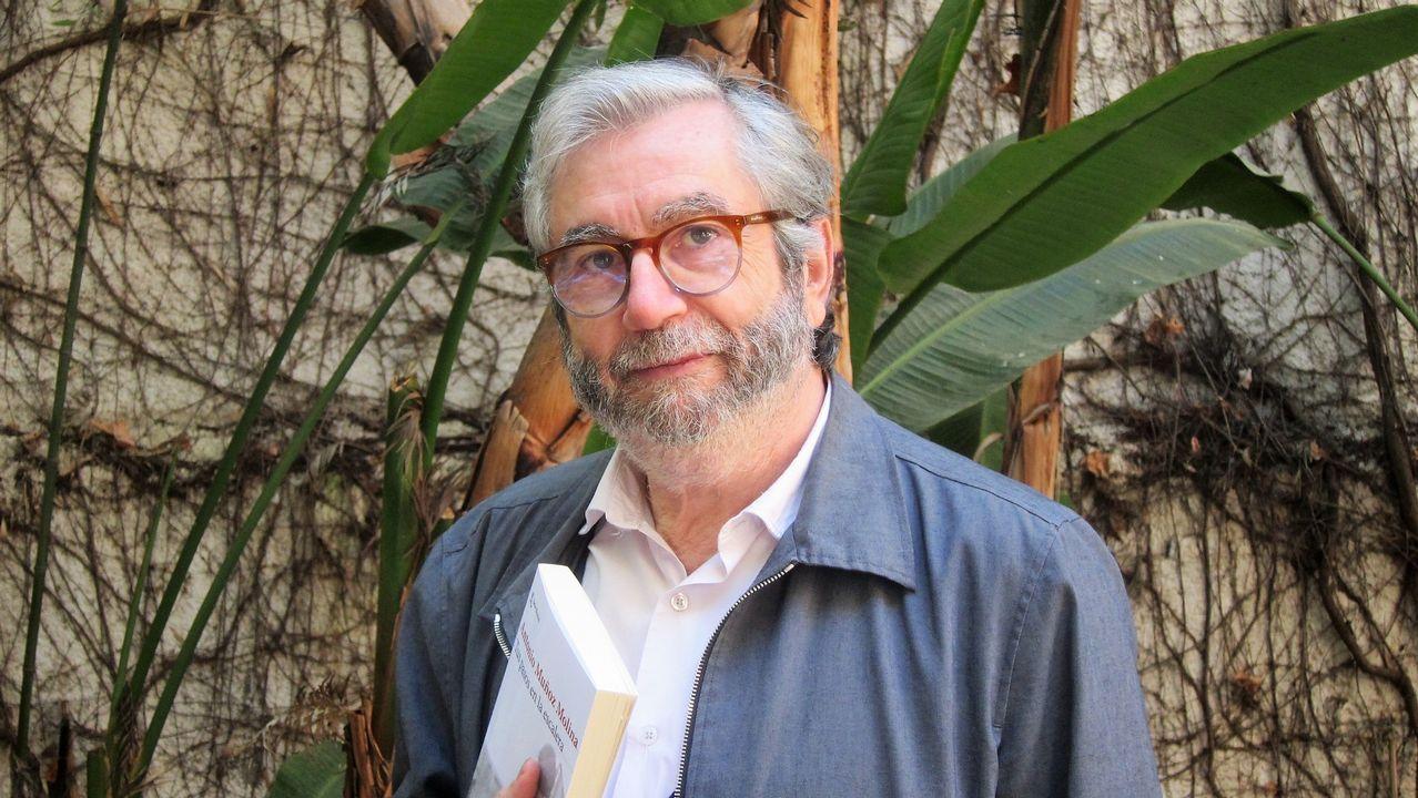 Centro penitenciario de Villabona.El escritor Antonio Muñoz Molina presentó su nueva novela «Tus pasos en la escalera», en la que construye una trama de suspense psicológico ambientada en un tranquilo barrio de Lisboa