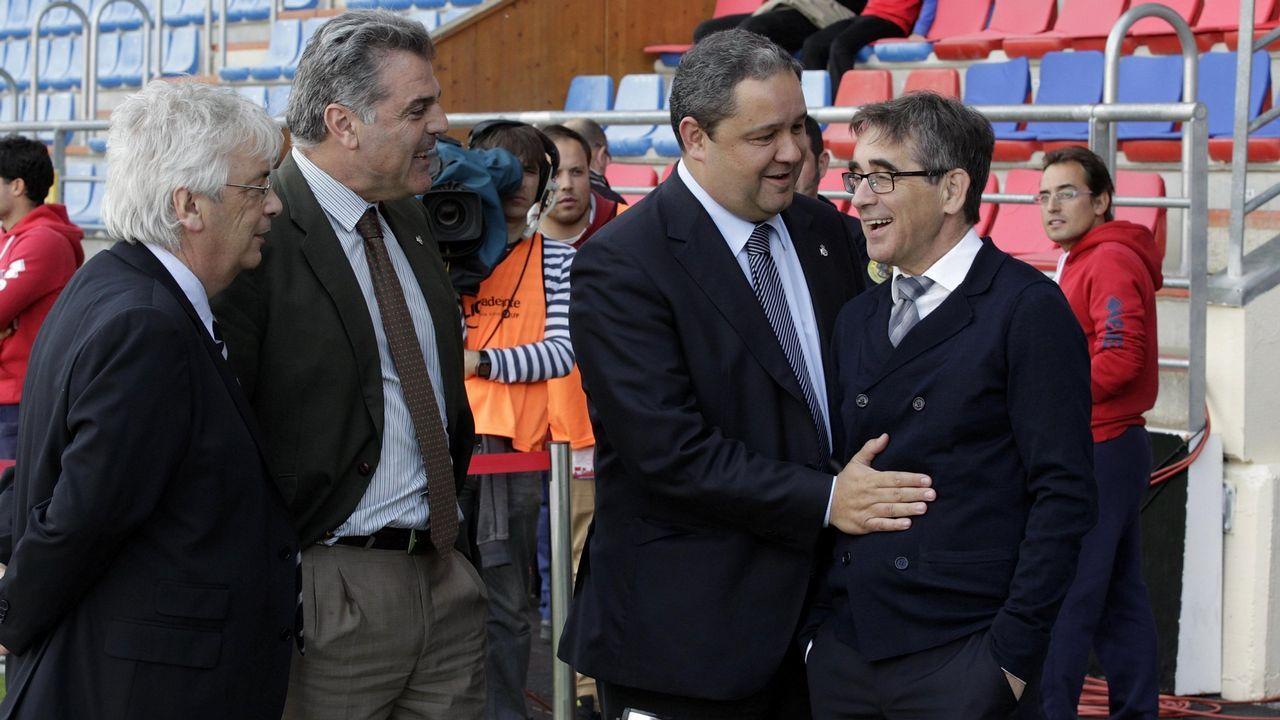 El despido de Fernando Vázquez, con el que el Deportivo ascendión en el 2014, fue una de las primeras grandes controversias en su mandato