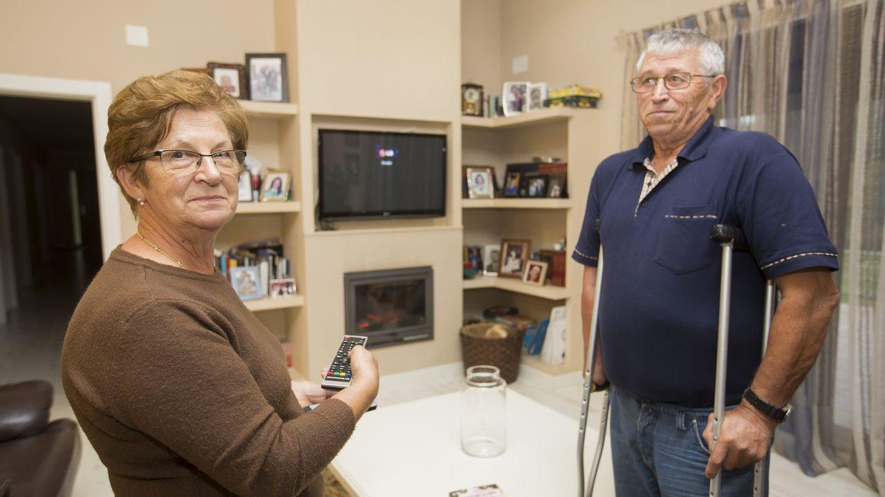 Los vecinos de Lires ya no ven la televisión ni siquiera a gasoil.Carballeira de Baio
