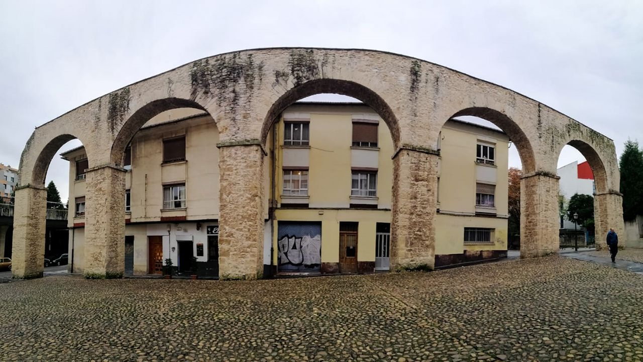 Caída de cascotes del Kiosko Alfonso.Acueducto de Los Pilares