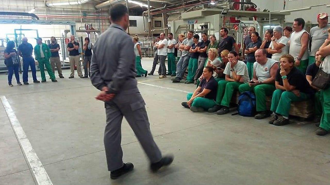 Así fue la ceremonia del BAM en Ferrol.El exdiputado del BNG Francisco Jorquera, candidato a la alcaldía de A Coruña, con los trabajadores de Alcoa en el Parlamento
