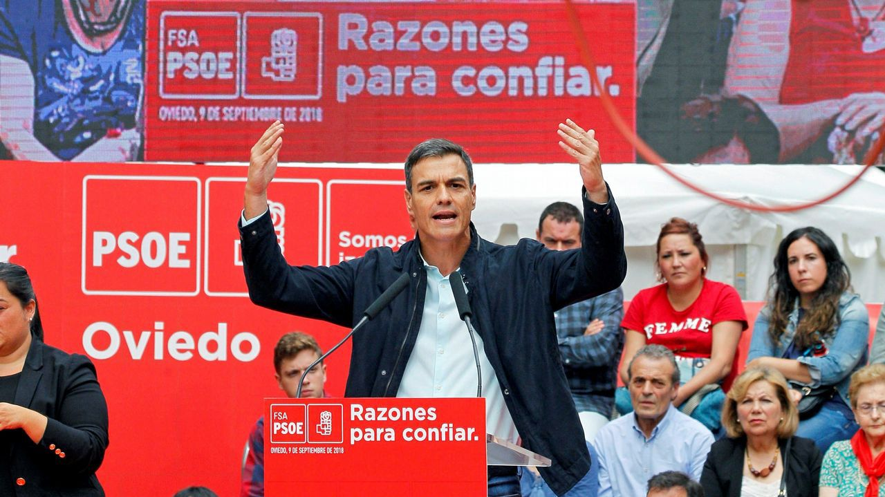 .El presidente del Gobierno, Pedro Sánchez, durante su primer acto público del PSOE desde que accedió a la jefatura del Ejecutivo y coincidiendo con sus cien días de gestión desde que prometió el cargo ante el Rey, hoy en Oviedo