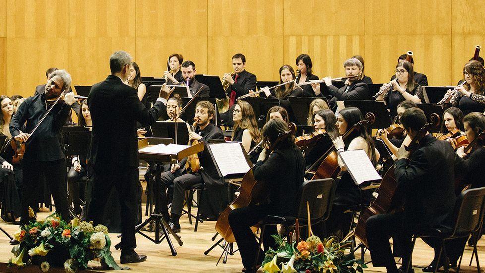 Los funcionarios de la provincia celebran su fiesta.Orquestra Sinfónica Vigo 430