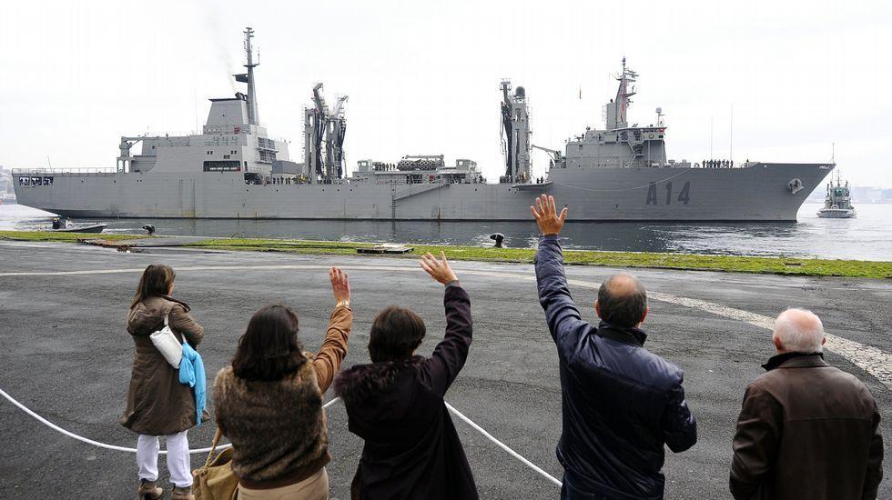 .El «Patiño» zarpando de su base en Ferrol