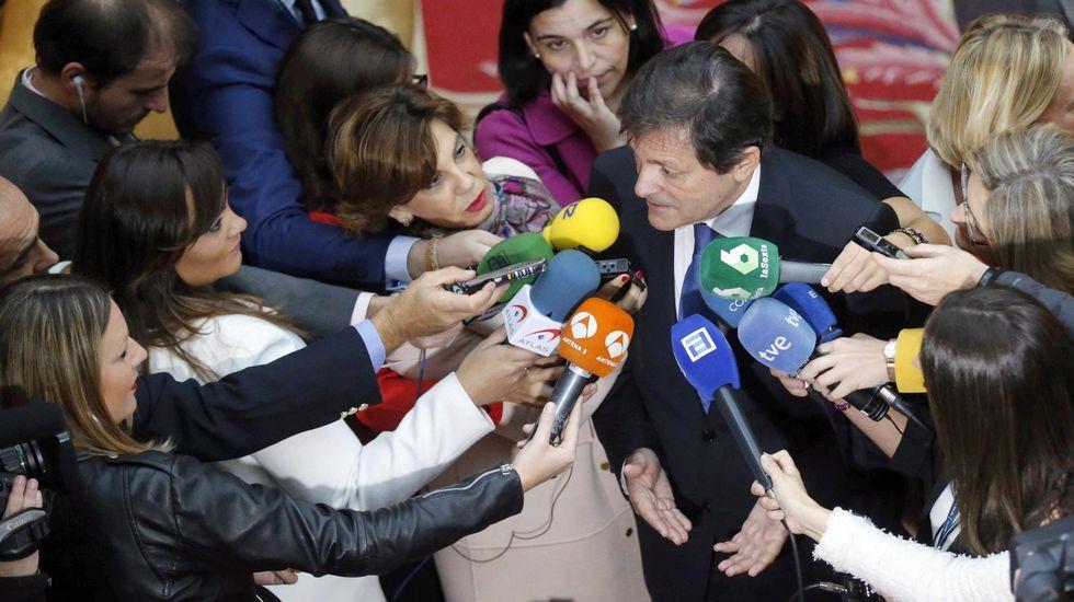 Adriana Lastra y Ricardo Fernández se someten a las preguntas de la militancia en la AMSO.Adriana Lastra y Ricardo Fernández se someten a las preguntas de la militancia en la AMSO