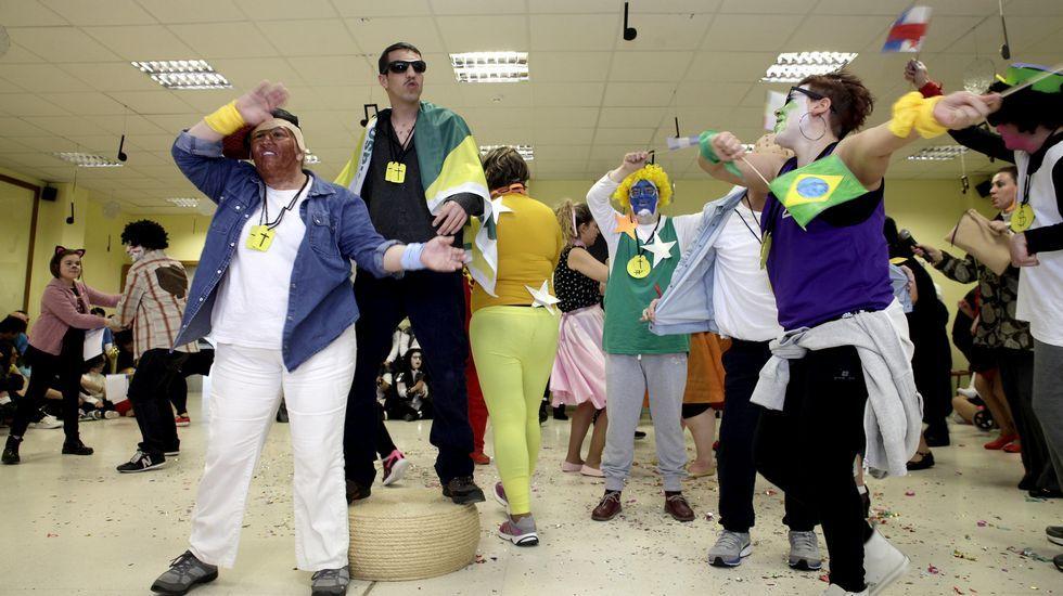 Fiesta en el Centro Ambar de Ribeira.