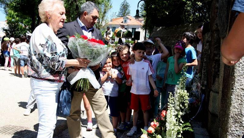 Castro.<span lang= es-es >Música nas Filipenses</span>. O equipo de Normalización Linguística do colexio organizou un festival no que participaron todos os nenos do centro así como distintos grupos folclóricos tradicionais da provincia. Tamén leron poemas de Díaz Castro.