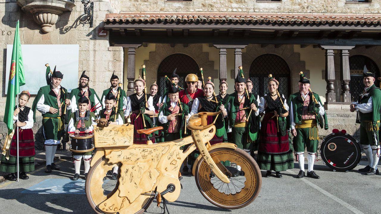 El públicoque dio (y padeció) calor durante la visita de la Princesa de Asturias a Covadonga