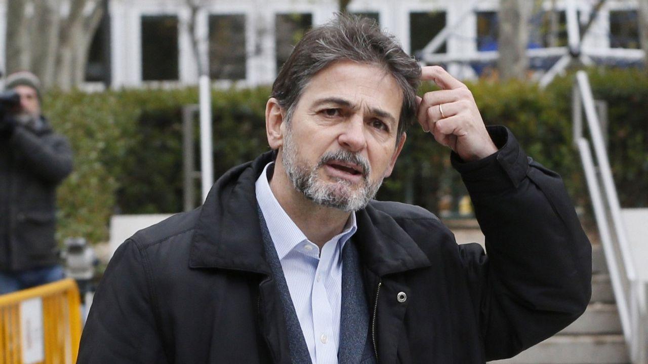 El expresidente de Perú, Alan García, se dispara en la cabeza cuando iba a ser detenido por una presunta trama de corrupción.Papeletas