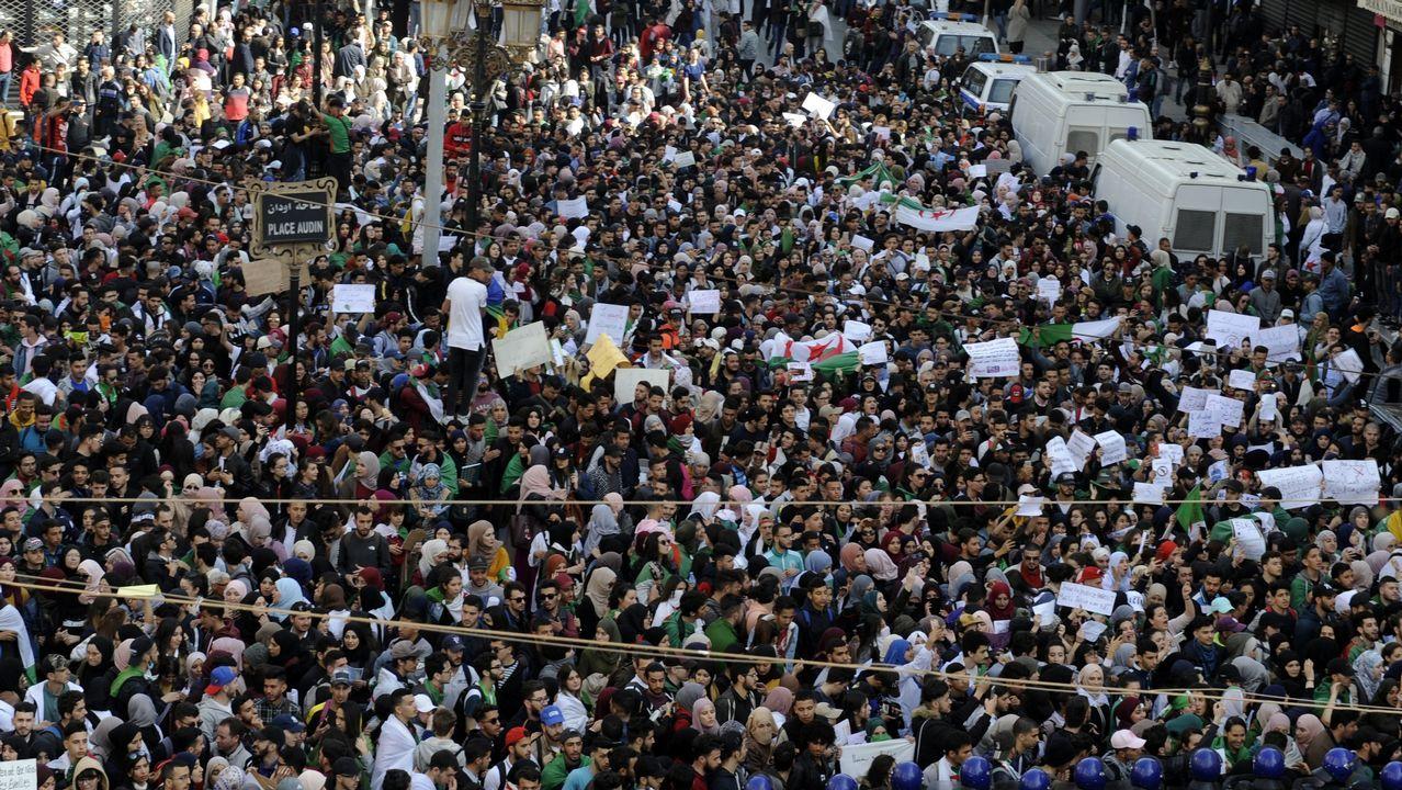 Cuarta semana de protestas en Argelia.Cientos de miles de argelinos llenaron las calles de Argel, en una de las mayores protestas que se recuerdan
