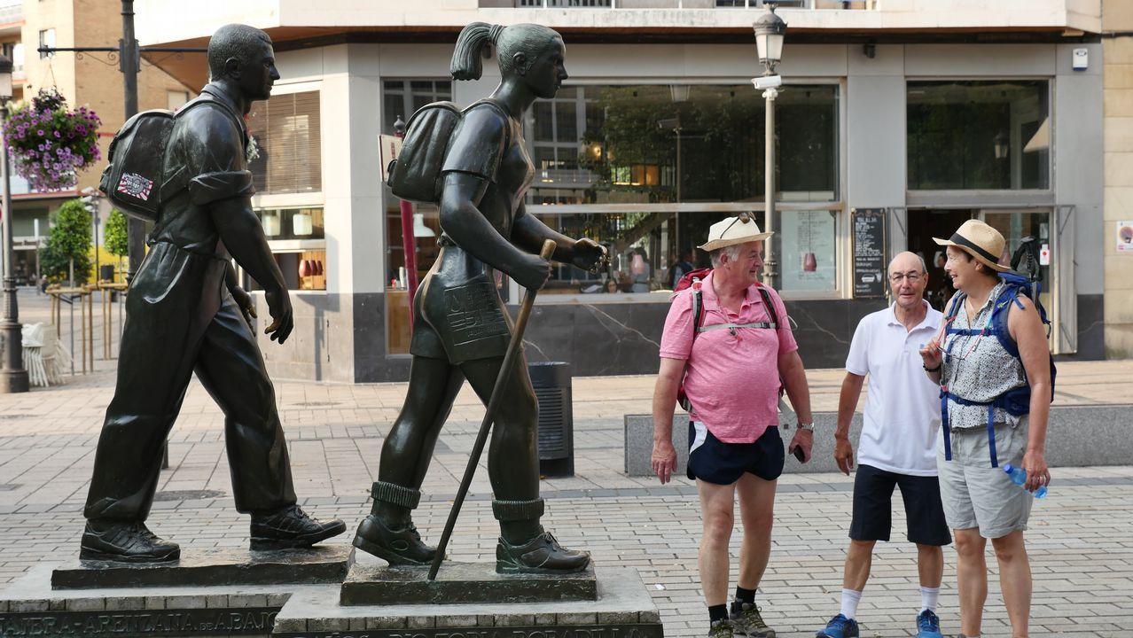 Estatua de peregrinos en Logroño