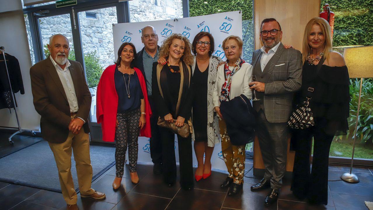 Entrevista a Ángela Vallina, candidata de Izquierda Unida a la presidencia del Principado.Implantación del carril bici en el centro de A Coruña