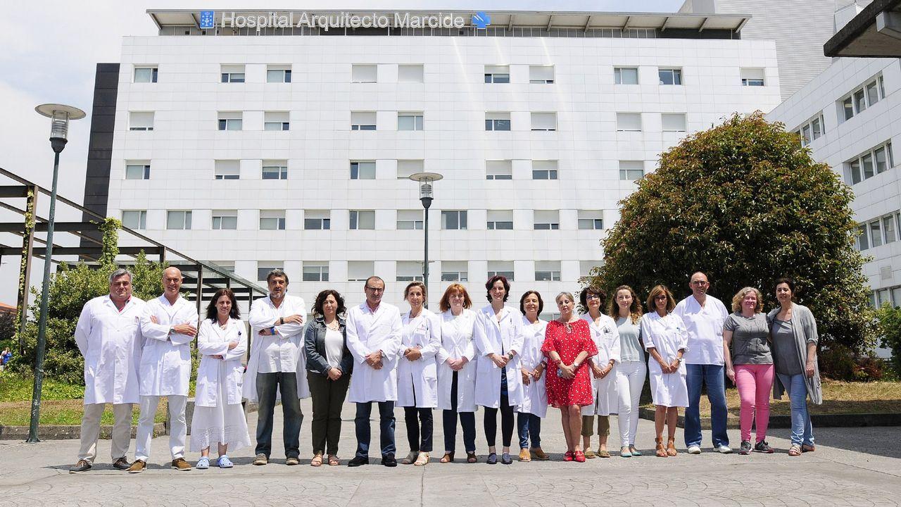 Canción dedicada a la gerente en la protesta de Urgencias del CHUS.Cientos de familias acudieron a Portugal a comprar la vacuna en el 2015