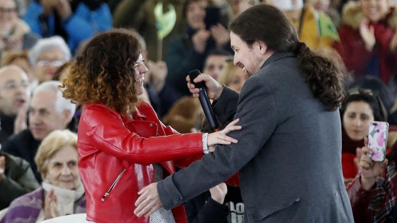 Ángel Fernández vuelve junto a su familia.Pablo Iglesias y Sofía Castañón, en el acto de La Camocha, en Gijón