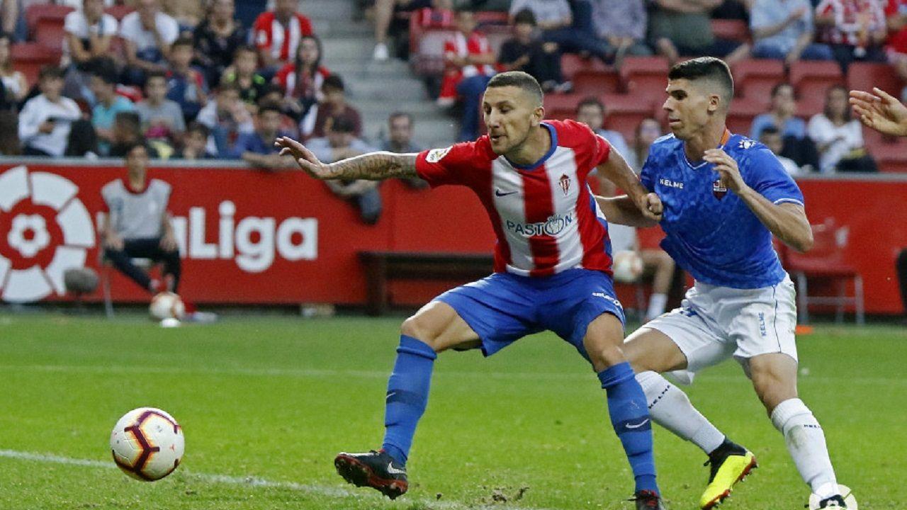 La Folixa, Gijón.André Sousa pierde un balón en el Sporting (1-1) Reus