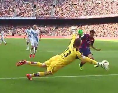 Cinco años de Aranzubía.<span lang= es-es >Barcelona-Deportivo (2-2) </span>Doble ocasión del Barça. Messi chuta raso y Fabricio rechaza, donde aparece Pedro, que de nuevo se topa con el meta.