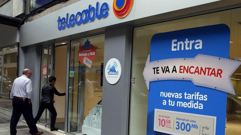 .Una de las tiendas de Telecable en Oviedo.