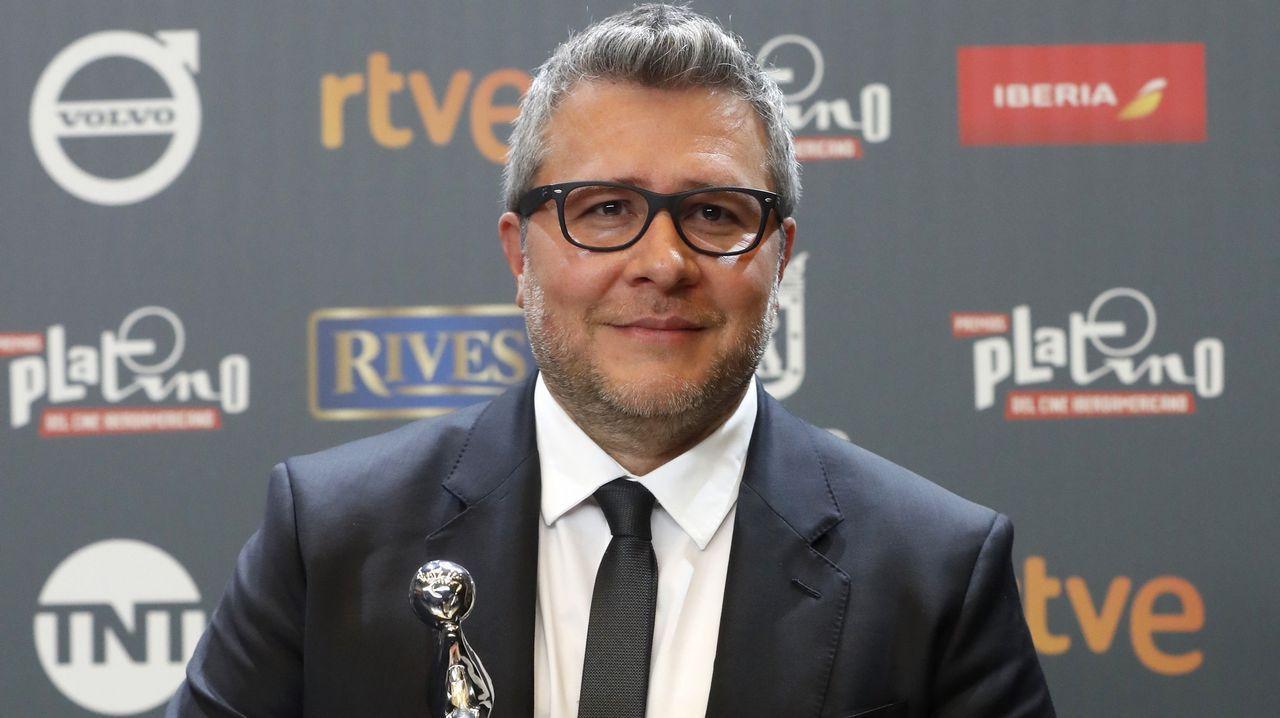 El venezolano Rodolfo Cova, tras recibir el premio Platino a la Mejor Ópera Prima de Ficción Iberoamericana por la película «Desde allá»