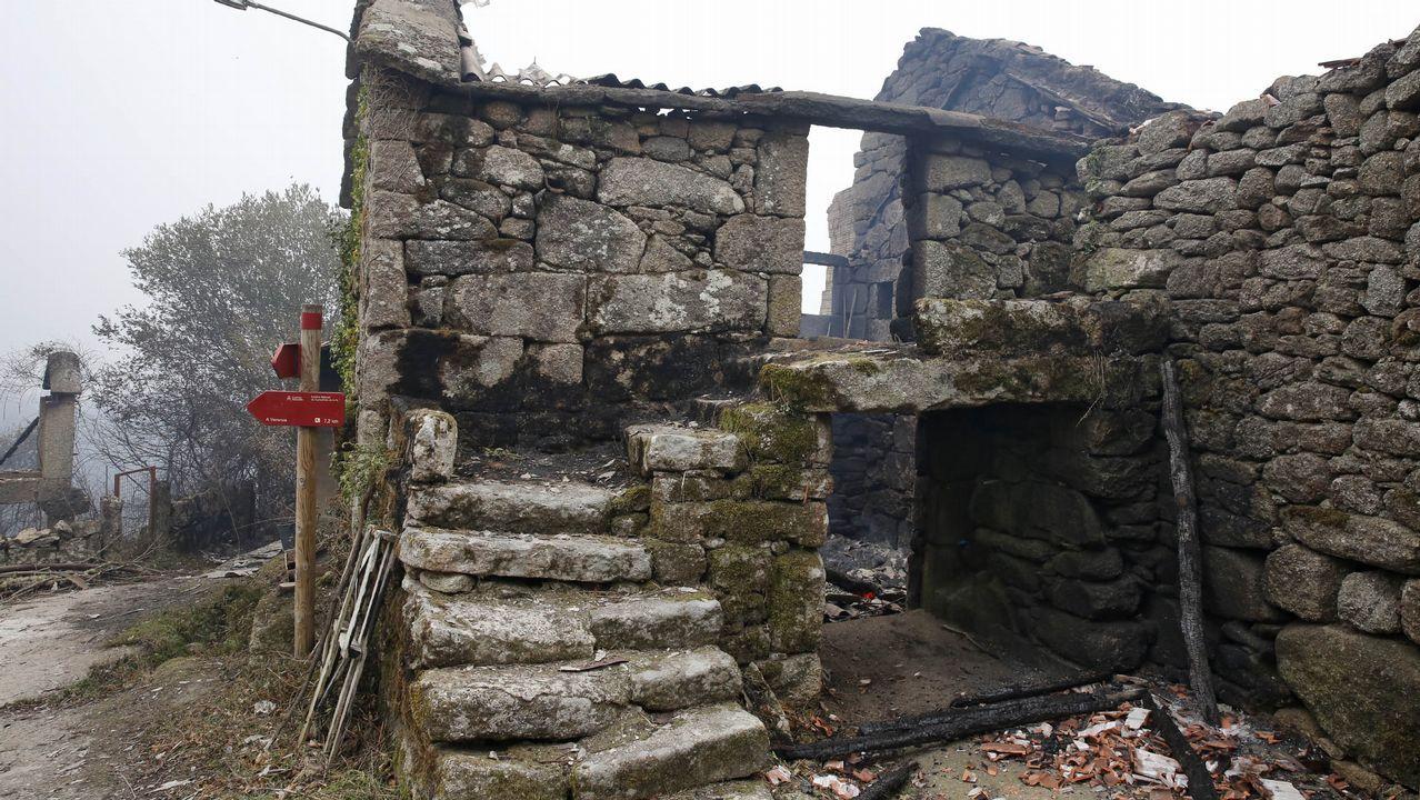 Viviendas quemadas en As Fermosas, concello de Carballeda de Avia