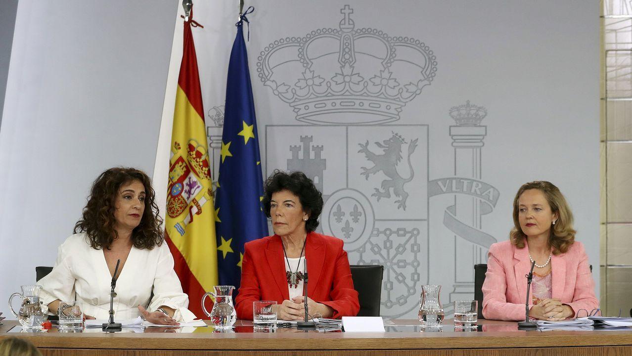 .La ministra de Hacienda María Jesús Montero; la ministra Portavoz Isabel Celaá y la de Economía Nadia Calviño, durante la rueda de prensa tras el Consejo de Ministros