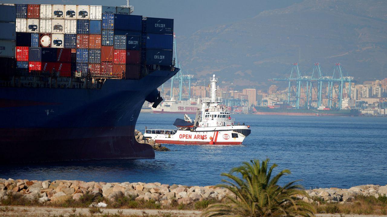 .El buque llega después de una semana de travesía desde que sus ocupantes fueran rescatados en aguas internacionales frente a Libia