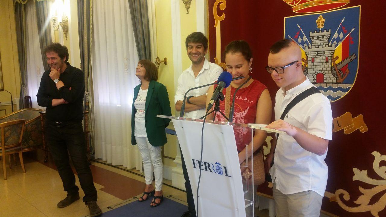 El nuevo ujier del Parlamento que sueña con ser actor.El pequeño Lucas Parrondo Suárez