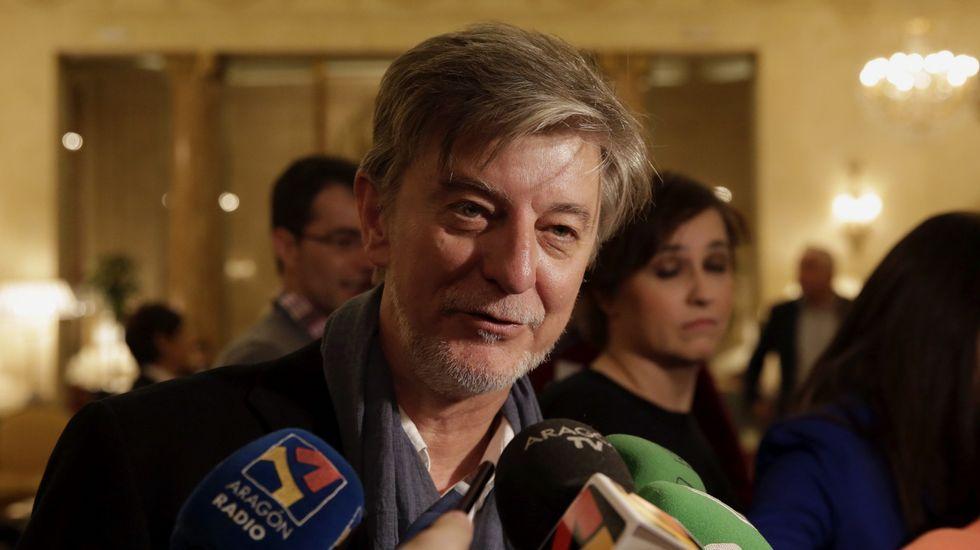 El alcalde de Zaragoza justifica sus gastos en Gomina: «Tengo que estar presentable».La delegación de estudiantes de Fonteboa, en la Granja San José, en el municipio de Tamarite de Litera.