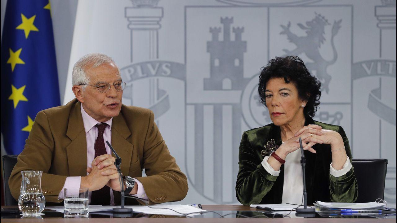 El ministro de Exteriores, Josep Borrell, y la ministra portavoz, Isabel Celaá, durante su comparecencia hoy tras la reunión del Consejo de Ministros