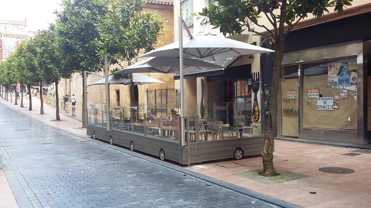 .Una terraza móvil en el centro de Oviedo