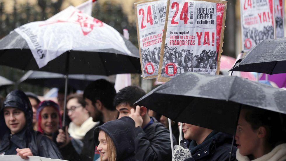 Villa Magdalena.Manifestación contra las reválidas en Oviedo