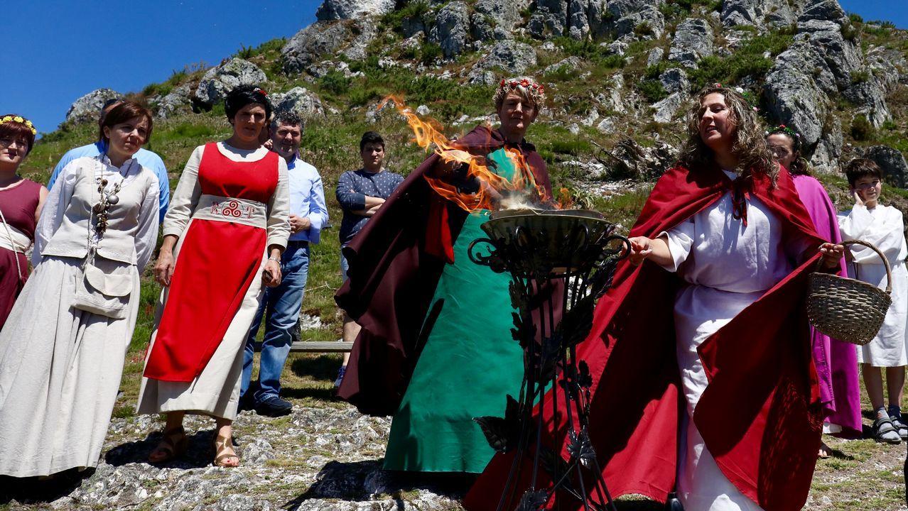Encendido del fuego sagrado en el Pico Sacro